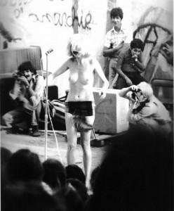197605-15-fete-de-politique-hebdo-photo-c-l