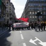 Cortège noir et rouge se rendant place Sathonay