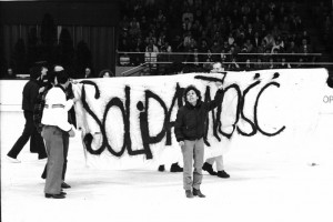 Action de soutien à Solidarnoscdurant le championnat d'Europe de patinage - 04-02-1982